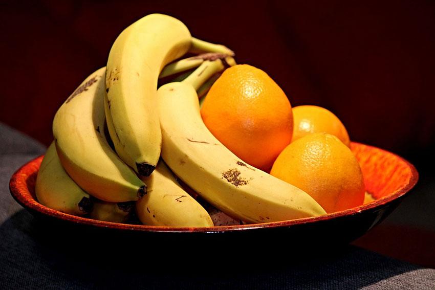 فوائد البرتقال والموز للاعب كمال الأجسام